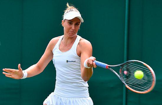Bia Haddad em Wimbledon (Glyn Klirk/AFP)