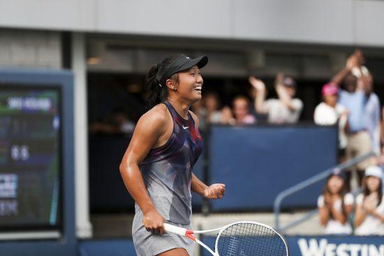 Claire Liu comemora vitória no qualificatório do Aberto dos EUA-2017 (Wang Ying/Xinhua)