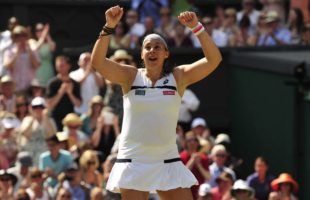 Marion Bartoli comemora título de Wimbledon em 2013 (Glyn Kirk/AFP)