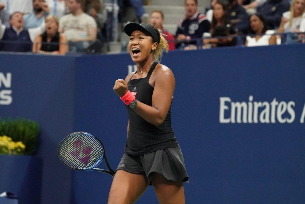 Osaka comemora na vitória sobre Serena Williams (Timothy A. Clary - 8.set.18/AFP)