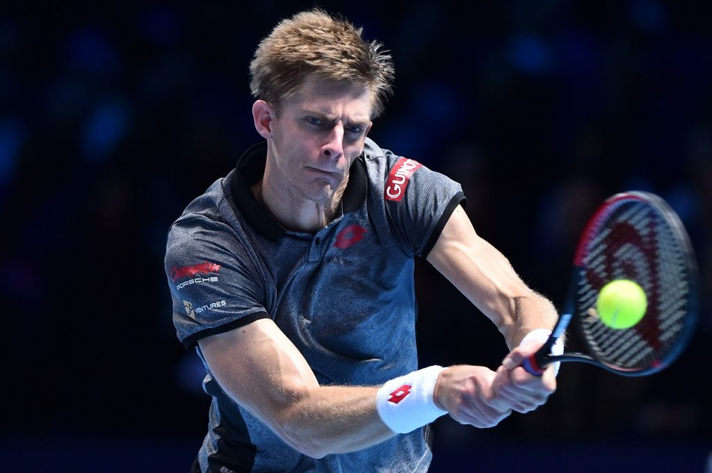 O sul-africano Kevin Anderson devolve uma bola no ATP Finals (Glyn Kirk/AFP)